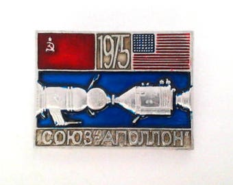 Vintage soviet pin badge - Apollo Soyuz, mission 1975, space program, made in USSR, 1970s