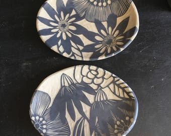 Floral oval plate