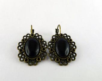 Stud Earrings black cat's eye and bronze floral shape
