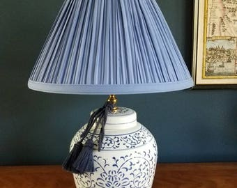 Beautiful blue and white ginger jar lamp // chinoiserie lamp // Chinese // Asian // tassel // ginger jar // vintage lamp // pleated shade