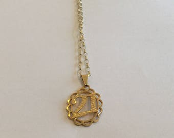 Vintage 9 carat gold 21 pendant necklace