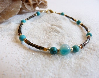Women bracelet in miyuki seed beads, gold and turquoise beads and agate beads.