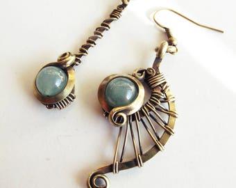 Ethnic asymmetrical earrings - green / aventurine - brass