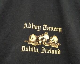 Abbey Tavern Dublin Ireland T-shirt // Size Large // FREE SHIPPING in USA