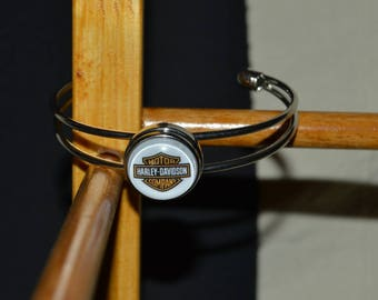 Harley davidson chunk bracelet can be put on another bracelet that is in