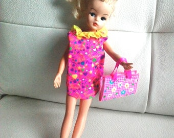 vintage pedigree Sindy doll 033055x blond hair - with party dress, hair brush, purse bag and butterfly for hair