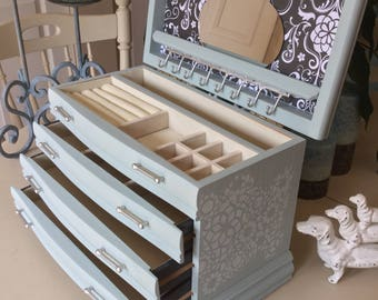 Shabby Chic Vintage Jewelry Box / Painted Wooden Jewelry Chest / OOAK Designer Upcycled Jewelry Box