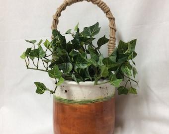 Vase w/handle