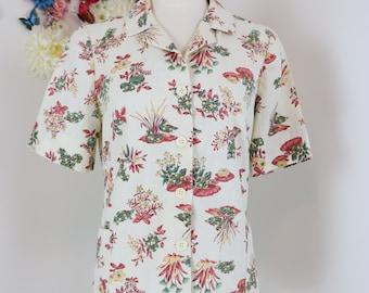 1940s Shirt - Novelty Print Top - Garden Creatures Smock Top - Collar - Button Up - Pockets - Short Sleeve - Hipster - Size Medium