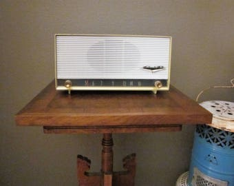 Vintage Tube Radio - AM - 1958 Packard Bell Model 6R1 - 50s Yellow Color and Lines