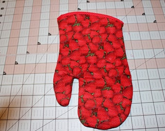 Handcrafted Quilted Insulated Oven Mitt, Strawberry Fields