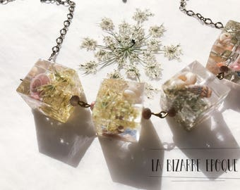 Necklace with cubes in resin and flowers-field flowers and shells