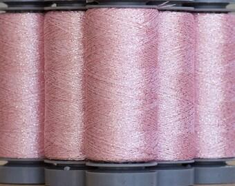 Brillo 700 Rose - fil lamé aspect métallisé - bobine 200m Aurifil