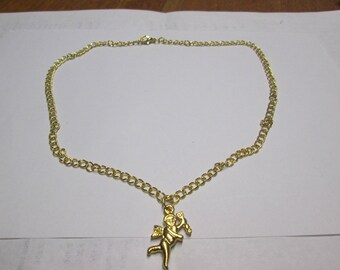 Chain necklace gold and decorated with the character of Cupid