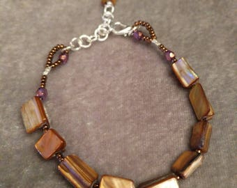 Mother-Of-Pearl Bracelet with Firepolished Charm Brown
