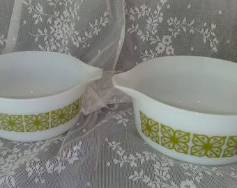 Vintage   PYREX Baking Dish 475-B  2-1/2 qt  OR a Pyrex 474-B 1-1/2 qt dish  PreOwned and in Excellent Condition.......your gonna love this