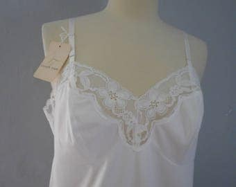 womans Vanity Fair white full slip NOS with tags 1960-1970