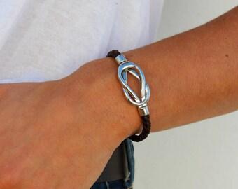 Handmade leather bracelet silver plated magnetic zamak clasp.Handmade braided leather bracelet.Handcraft leather bracelet.Unique clasp.