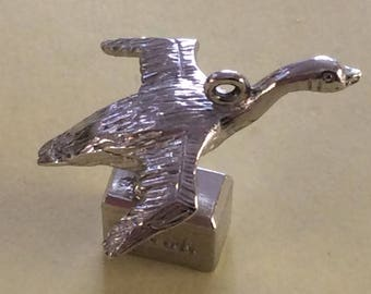 Sterling silver Canada goose bird charm vintage #306 s