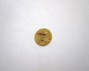 Sequin 15mm textured gold tone metal
