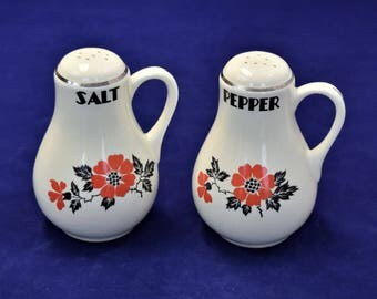 Vintage Hall China Salt and Pepper Shakers/Ceramic Tableware
