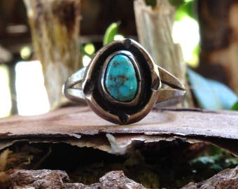 Vintage Southwestern Turquoise  Navajo Sterling Silver Ring Size 5.5