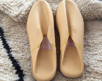 Moroccan Traditional Babouche, Handmade Leather Slippers - Light Yellow