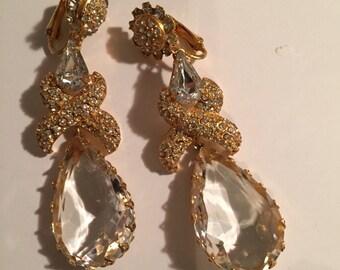 Fabulous long Dangle Chandlier earrings in Clear Chrystal and Clear Rhinestones.. 1980s