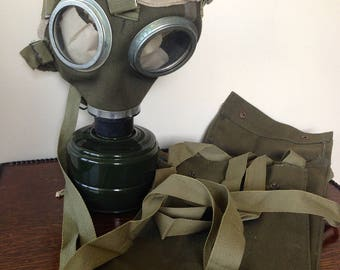 Vintage Hungarian Military Gas mask with original canvas carry bag.soviet era/WW2/armed forces/