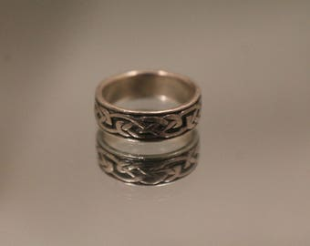 925 - Celtic Love Knot Eternity Band with Raised & Recessed Details in Sterling Silver