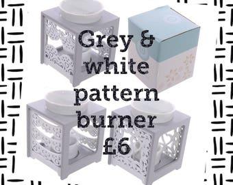 Grey and white pattern burner