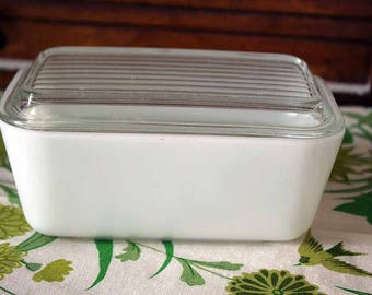 Pyrex Refrigerator Dish with Lid, Pyrex 502, 1-1/2 pt. White Pyrex Refrigerator Dish, Ribbed Glass Pyrex Lid
