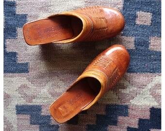 Vintage clogs / vintage Brazilian Clogs / 1970s tan leather clogs