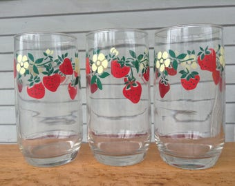 Strawberry Blossom Tumblers. Anchor Hocking Strawberry Blossom Glasses. 3 Berry Cups. Vintage Kitchen. 1980s