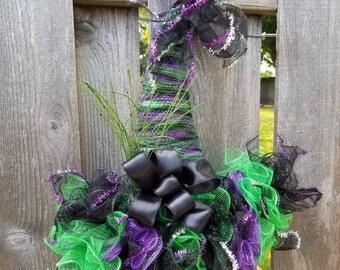 Halloween Witch Hat Door Hanger, Witch Hat Wreath, Halloween Wreath for the Front Door, Witch Hat, Deco Mesh Wreath