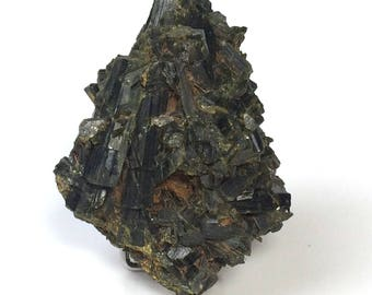 Crystals of epidote, 392 grams.