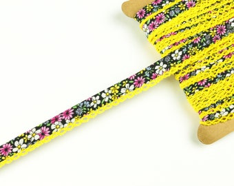 1 m diagonal ribbon with crochet braid pink-white-yellow on black