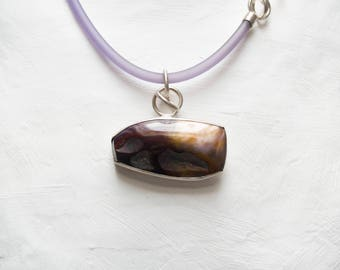 Rubber necklace with Silver buckle and Mookaitstein. hand-polished Mookaitstein from Australia, brushed silver, rubber chain
