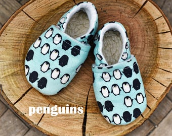 Big Kid slippers, Soft kid's shoes, Kid Shoes, hand made moccasins, Size US: 8-13; Small Steps