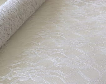 Table of 30/300 cm white lace