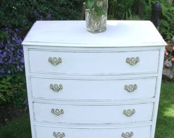 Vintage Bow Fronted Chest of Drawers.