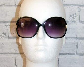 Vintage 70s deadstock oversize cutout side square graduated sunglasses black