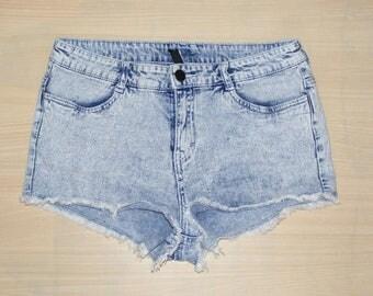 Size 10 vintage 80s mid rise cutoff frayed hotpant short blue acid wash (HM92)