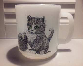 Vintage Green Eyes Kitten With Yarn Ball Milk Glass Mug