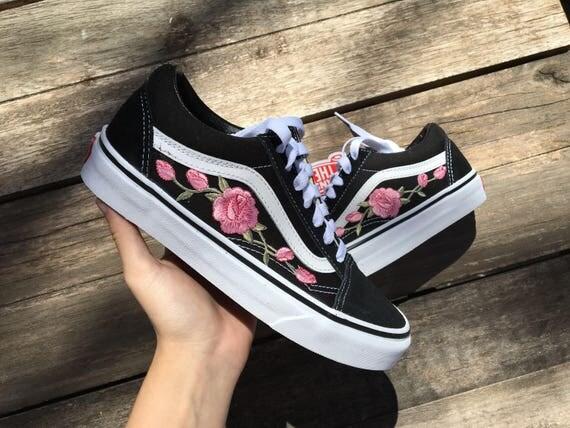Shoe Sop In White Rose