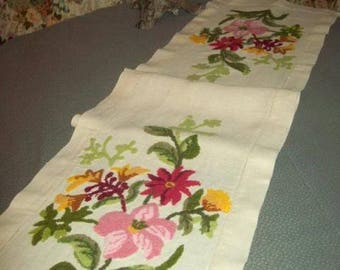 amazing old embroidery on table Runner (db)