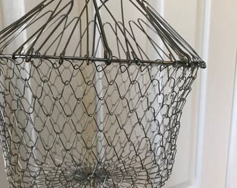 Vintage wire collapsable  basket