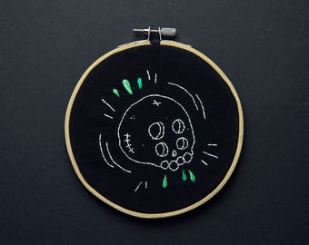 Embroidered skull with 4 eyes