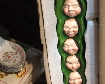 Peas in a pod wall hanging
