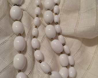 White Eggshaped Lucite(?) Graduated Beaded Necklace